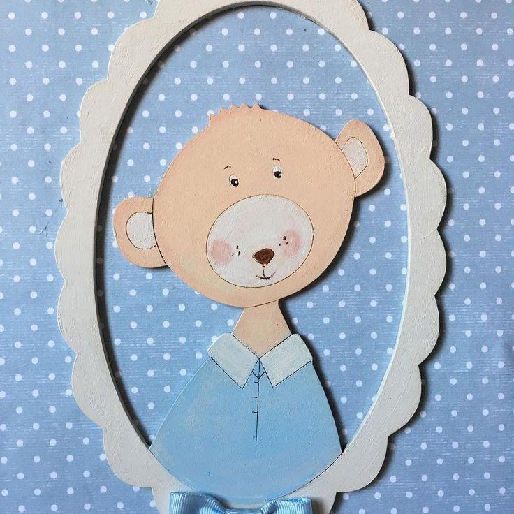 Cuadro infantil fondo celeste con topitos blanco y osito pintado a mano