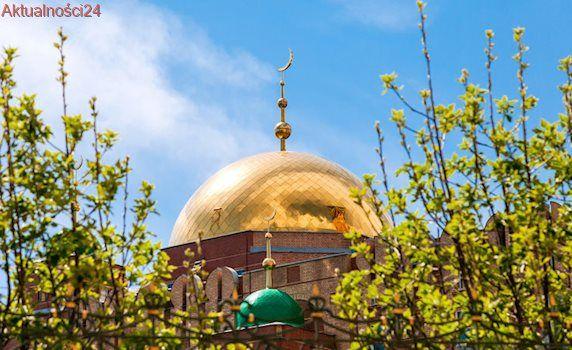 Nielegalnie zbudowany meczet rozebrany wbrew wiernym