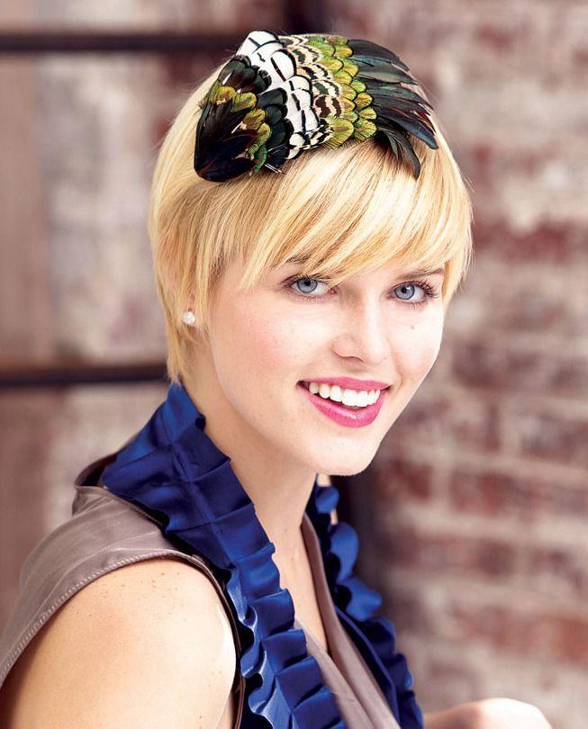 Одни считают, что в начале повязки на волосы (венки) носили греки и римляне около 400 г. до н. э. для особых случаев, другие считают, что это были шарфы, которые носили вокруг головы, в то время, как другие утверждают, что они были изменены из группы шапок и завязывалися под подбородком. Независимо от исторических мнений, повязки были популярны в течение такого долгого времени, так что нет никаких шансов, чтобы стать устаревшими.