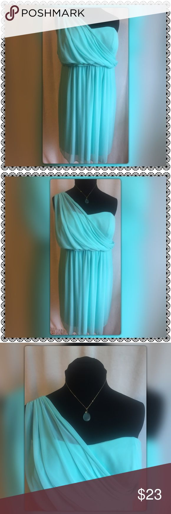 """Goddess by David's Bridal Size 22🌞Flash Sale🌞 Grecian Goddess by David's Bridal Size 22 Beautiful flowing mint green dress with Grecian pleated shoulder empire waist. Measures pit to pit 21"""" length back to hem 29""""  overall length shoulder to hem 37"""" pre loved David's Bridal Dresses One Shoulder"""