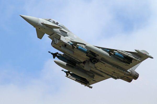 """Terreurorganisatie IS ziet niets in het Britse plan om de bombardementen op IS uit te breiden. Groot-Brittannië wil luchtaanvallen uitvoeren op stellingen van IS in Syrië. """"Onnodig en duur"""", zegtIS-woordvoerder Mohammed El Soubhi. Britse straaljagers bombarderen al doelen van IS in Noord-Irak. """"Wij ervaren dat als zeer hinderlijk"""", aldus El Soubhi. """"De straaljagers veroorzaken veel geluidsoverlast en rommel. Vooral 's [...]"""