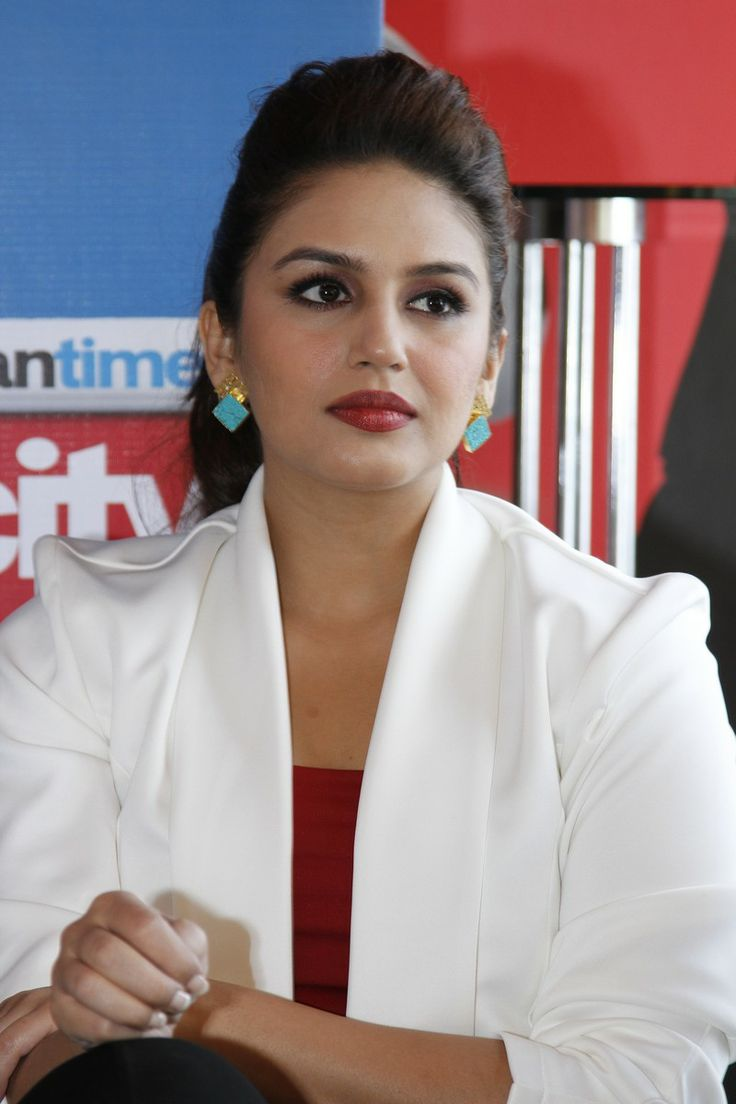 Huma Qureshi cut an elegant picture. #Style #Bollywood #Fashion #Beauty