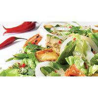 Salade romaine grillée au poulet piquant | Recettes IGA | Laitue, Salade repas, Recette facile