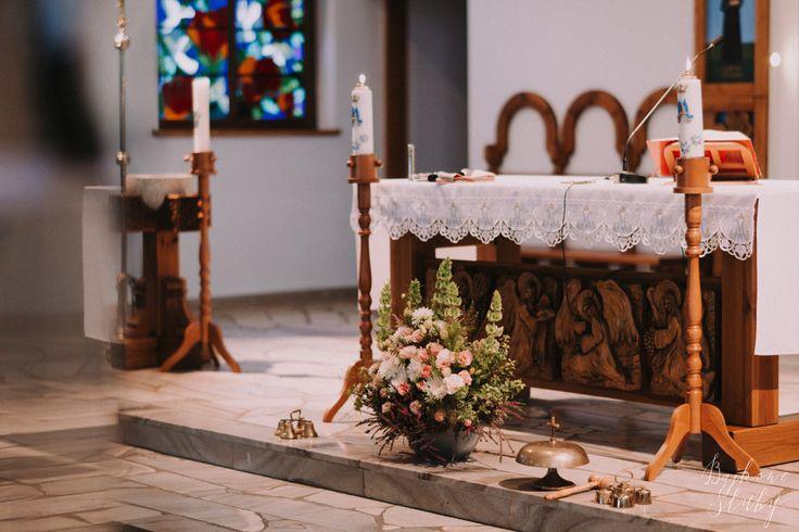 flowers church for the wedding / fot. Bajkowe Śluby