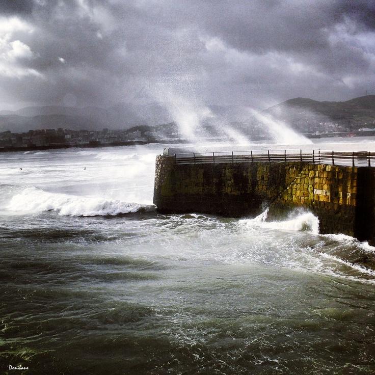 Marejada en el Puerto Viejo de Algorta, Getxo, por Donibane