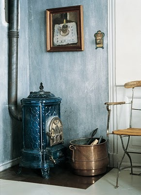 cute little stove: Ceramics Stove, Vintage Stove, Fireplaces Mantles, Antiques Stove, Decor Inspiration, Stove Ovens, Brass Buckets, Wood Stove, Fire Plac
