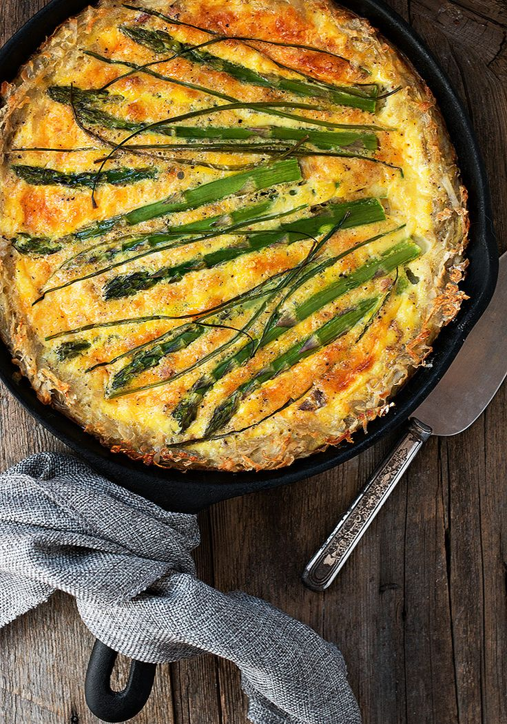 Asparagus quiche is a British summer traditional staple at any lunch or picnic,, but why not try this clever twist to the classic with the Hashbrown Crust Asparagus Quiche recipe, great for those who prefer lighter gluten free options and vegetarians, it would even be ideal for that late weekend breakfast too, you can always add some rashers of smoked ham or bacon for those committed carnivores.