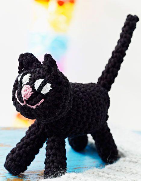 Her kan du hækle en lille fin kat og måske bruge den til fastelavn. Hæklet kat.