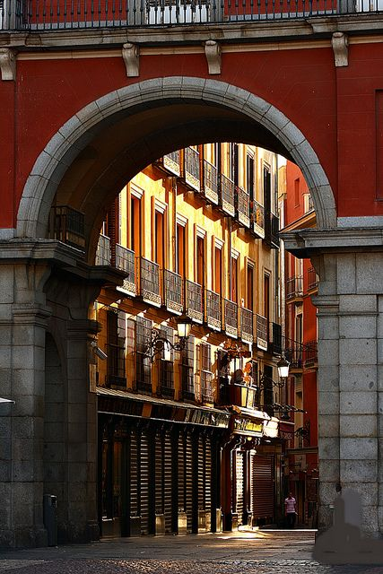 Arco de la calle de la Sal. Madrid. Spain