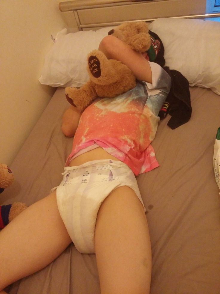 teen-girls-use-diapers