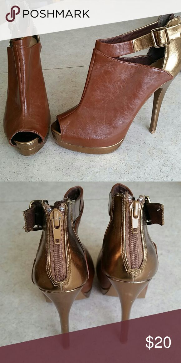 Brown and gold stilettos Buckle and zipper, slightly worn. Shoes Heels