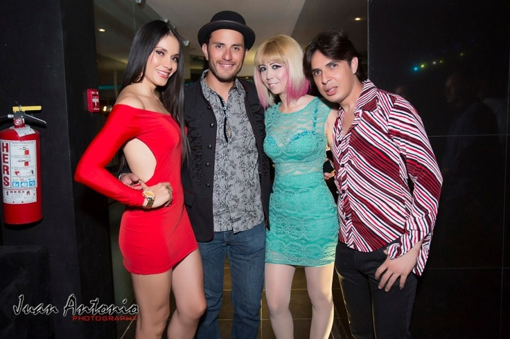 Con grandes amigos, la top model Fanny Torres, Dany y el diseñador Lalo Villegas