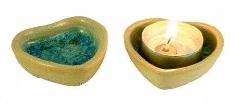 Srdíčko se sklem Srdíčko vhodné na čajovou svíčku standardních rozměrů nebo jako mistička na odkládání drobných předmětů, šperků apod. Rozměr 5,5 cm v nejširším místě.