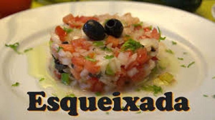 La esqueixada es una receta semejante a una ensalada no obstante que se suele preparar con abadejo y otras verduras.