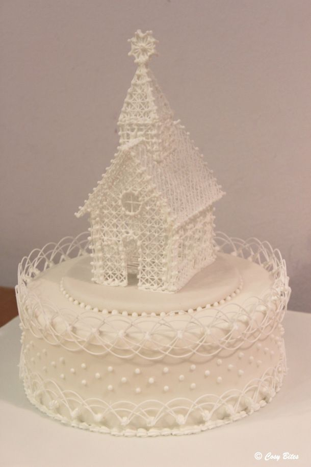 A Cake With Royal Icing Church and Stringwork - Are you familiar with Oriental Stringwork? This cake piping technique is so beautiful and fascinating that it's well worth learning about!