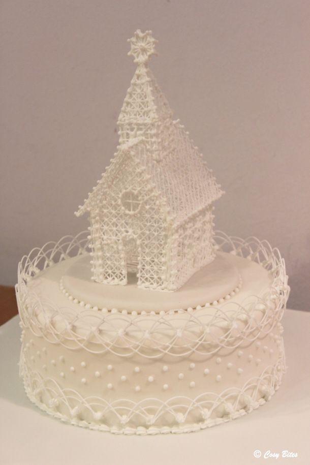 Una Torta Con La Iglesia formación de hielo real y Stringwork