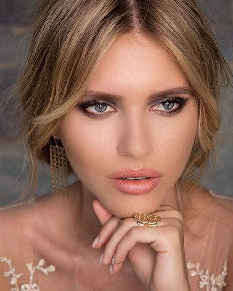 My make-up for @gramaldy_jewels #awcampaign #gramaldy #photoshoot #portrait #jewelry #makeupbyme #makeupartist #makeupaddict