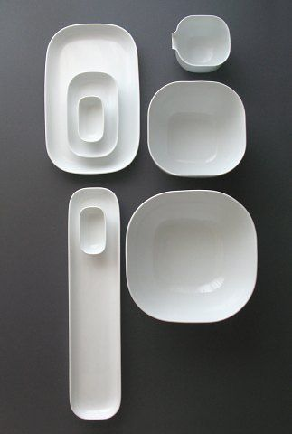 Beate Woehrle's Cucina Insalata. The minimalist softly shaped platters and bowls can be mixed and matched individually. These proportions just sing for me! #clean #simple #design