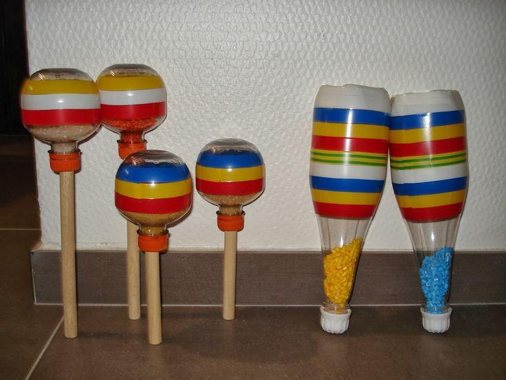 Maracas: lege flesjes, rijst (kraaltjes o.i.d.) erin. versieren met plakkers (lintjes, plakfiguurtjes, stroken)