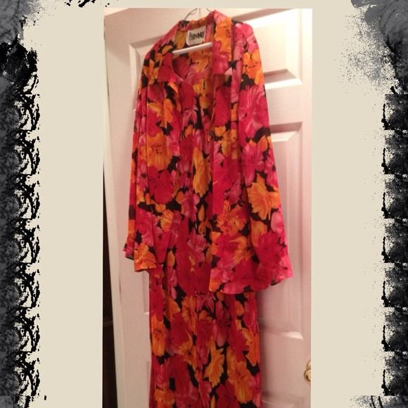 Beautiful dress! Flowy and flowery dress - perfect for Spring! Dresses