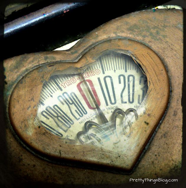 Vintage scale~I believe this is the first time I have ever seen bathroom scales in a heart shape~❥