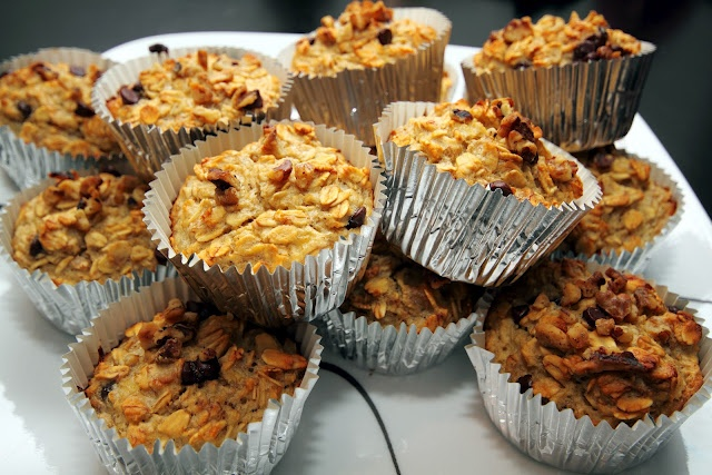 Healthy Breakfast On-the-GO! Oatmeal Banana Chocolate Chip Muffin Cups!! So TASTY!