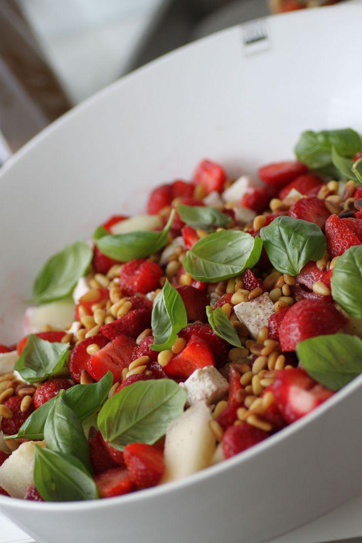 Sallad med jordgubbar, feta & avocado | Bakverk och Fikastunder