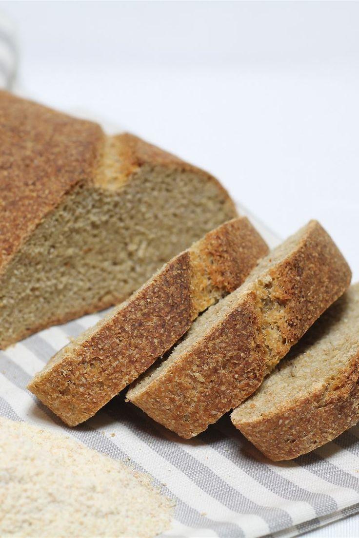 Il pane di semola integrale preparato con il lievito madre è un ottimo sostituto del comune pane bianco in quanto ricco di fibre, sali minerali e vitamine.