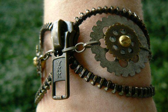 Bracelet manchette steampunk  fermeture à par PeteAndVeronicas, $27.00
