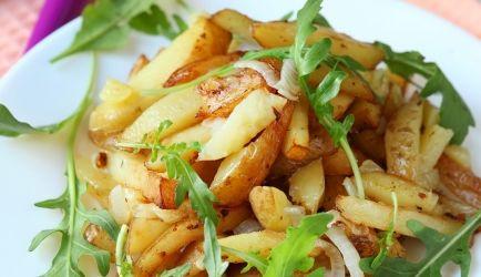 Knapperig Gebakken Aardappeltjes Met Paprika Tomaat Ui En Rucola recept…