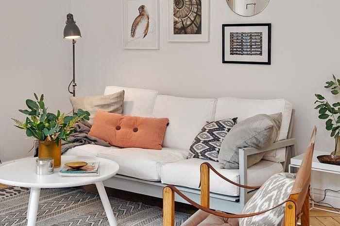 Оставляйте в своей скандинавской гостиной лишь самое необходимое: диван, небольшой журнальный столик, по желанию тумбу рядом с телевизором, возможно, еще несколько мест для сидения в виде пуфов или кресел. Вот такой вот своего рода аскетизм, который обязательно пойдет на пользу как вашему дому, так и вам самим.