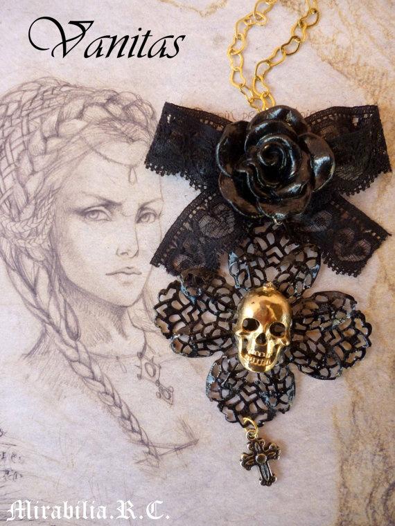 VANITAS  Ciondolo oro e nero in stile gotico di LaBottegadiEsperia