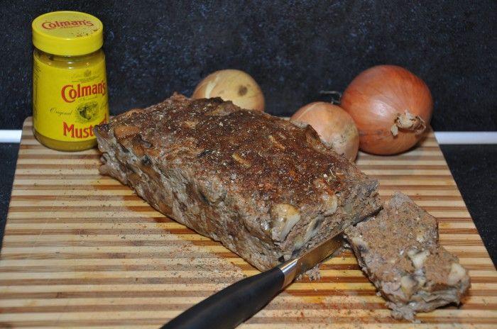 Pittig gehaktbrood met ui, champignon en Engelse mosterd - Lekker Tafelen