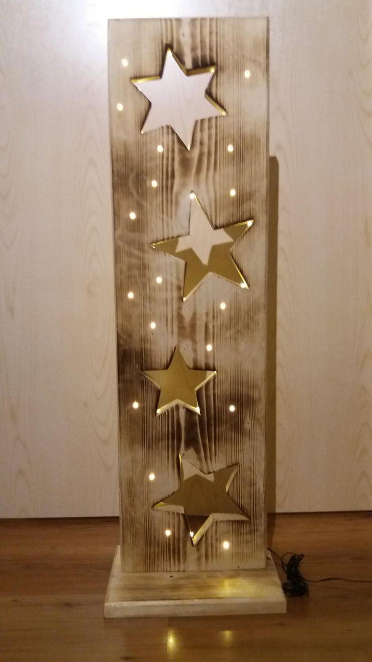 Holzbrett, Holzdeko mit Sternen, beleuchtet mit LED-Lichterkette