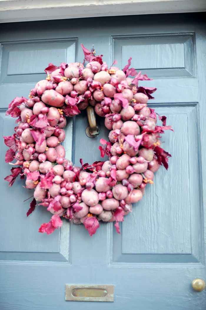 Maybe it's not radiant orchid but it looks pretty close! It's the first time I've ever seen a wreath designed with potatoes. I'm not sure it would last very long. I'm afraid I may eat it!