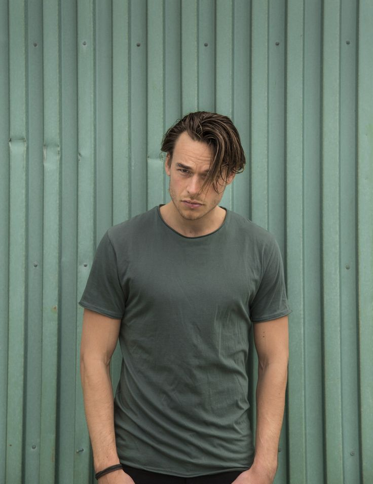 RVLT - men's fashion. A poly/cotton t-shirt in a classic fit.