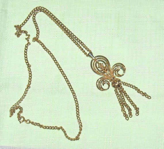 Sarah Coventry Canada Vintage Necklace Large  Pendant Gold Tone Color   #SarahCoventry #Pendant