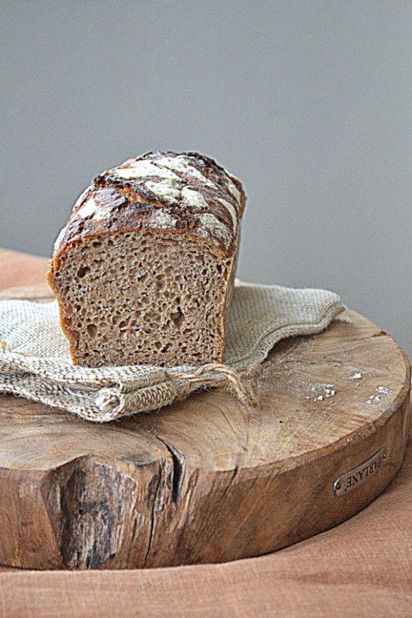 Chleb żytni jasny. Na zakwasie dla początkujących. I pâté z wieprzowiny i Roqueforta