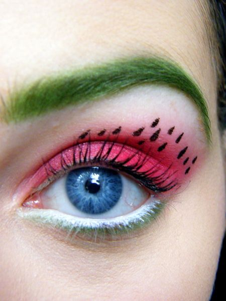 Stunning watermelon eye makeup. Would you try it? #watermelon #eye #makeup