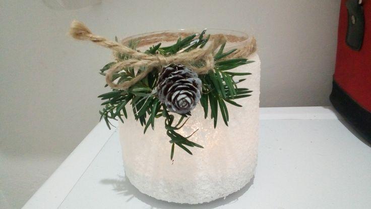 lampion-klej,sól,lakier w spreyu,sznurek,gałazka iglaka,szyszka pociągnięta białą farbą