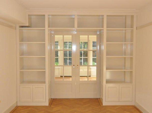 Kamer ensuite met boekenkast
