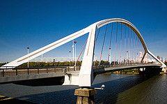 Barqueta Bridge a Sevilla, Andalusia, Espanya de Juan José Arenas de Pablo.