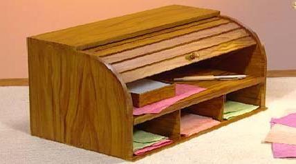 mini escritorio para guardar papeles realizado a partir de una panera de madera