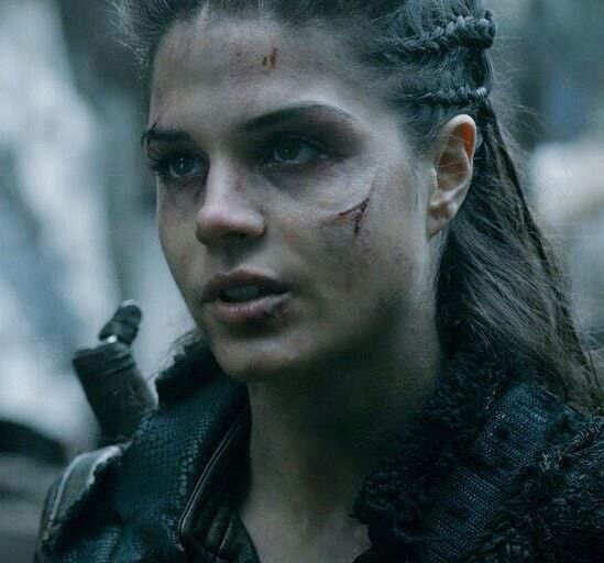 coiffure de octavia dans the 100. Black Bedroom Furniture Sets. Home Design Ideas