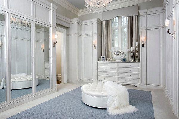 Роскошный зеркальный шкаф в интерьере