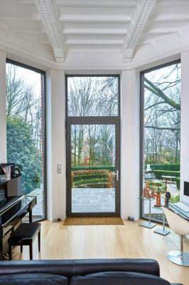Porte vitr e en aluminium couleur gris quartz for Architecture classique