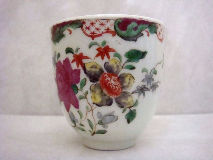 WORCESTER PORCELAIN VERY RARE UNUSUAL GILES DECORATED COFFEE CUP - INSECTS C1775  THE CONDITION IS PERFECT! MEASURES 2.5'' INCHES TALL.CORRECT POSTAGE COSTS IN BLACK BELOW. OVERALL A VERY BEAUTIFUL WORCESTER PORCELAIN COFFEE CUP MOST UNUSAL IN DECORATION WITH THE LIME GREEN COLORS. 169.00