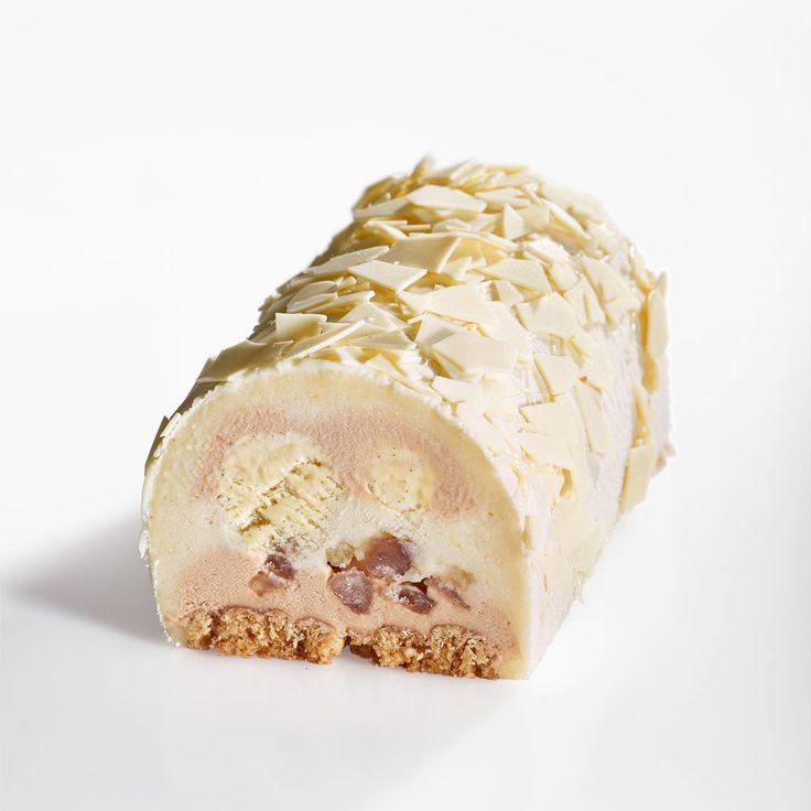 Bûche glacée Blanc marron de Jérémie Runel (La fabrique Givrée) :  streusel amande, glace marron, sorbet poire Williams, cœur vanille, brisures de marrons glacés et éclats de chocolat blanc.