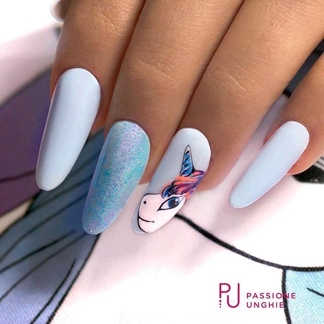 #NailArt #Unicorno!  Struttura realizzata con il costruttore #NaturalBuilder.  I #geluv utilizzati sono P01 #Aruba , G34 #BonBonPuffetta , F16 #PoisonBlack , F01 #PureWhite , F06 #Sweety e C34 #BludiPersia.  Sigillato con #RockGloss.  #nails #ricostruzione #gelnails #azzurro #blu  #passioneunghieofficial