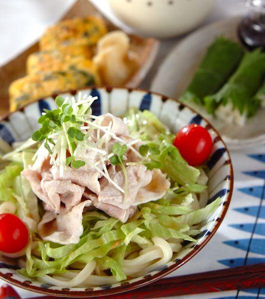 「豚しゃぶのせサラダうどん」の献立・レシピ - 【E・レシピ】料理のプロが作る簡単レシピ/2012.05.23公開の献立です。